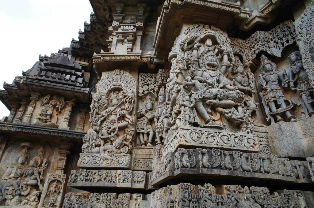 ホイサレーシュワラ寺院外壁