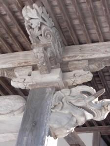向拝部分の彫刻