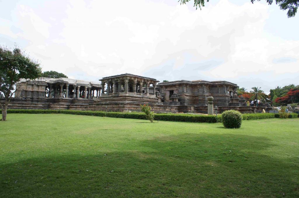 ホイサレーシュワラ寺院
