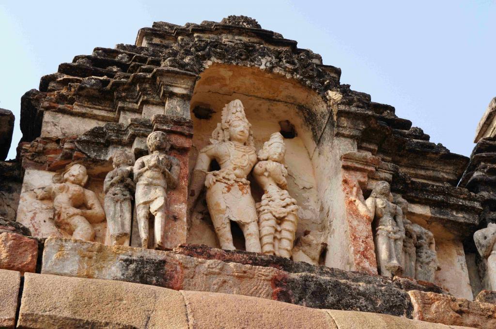 ヴィルーパークシャ寺院