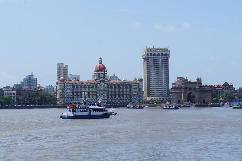 海から望むタージとインド門