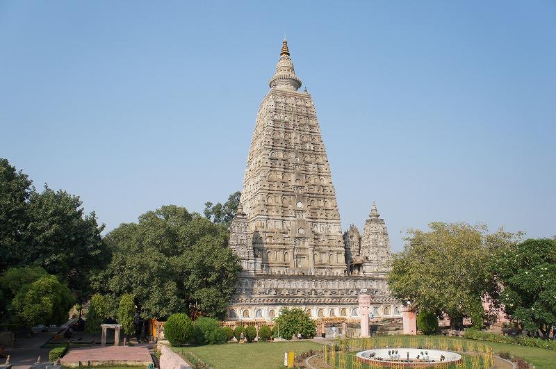 -世界遺産 ブッダガヤ- シィッダールタが覚りを開き仏陀になった場所と言われる菩提寺と菩提樹である。
