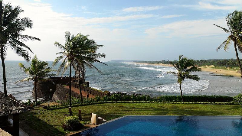 -ゴア-  アラビア海に面した南インドの小さな州で元はポルトガル植民地であったためキリスト教徒が多く住んでおります。美しい海岸線に多くのビーチがありその昔ヒッピーが多く滞在したところとして有名です。