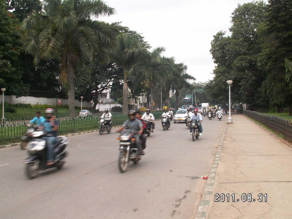 Bangalore CUBBON通り