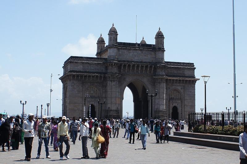 -ムーンバイ- ラビア海に面しマハーラーシュトラ州の州都で市の人口は1千万人を超えている。 インド最大の都市であり、インドを代表する商業都市である。